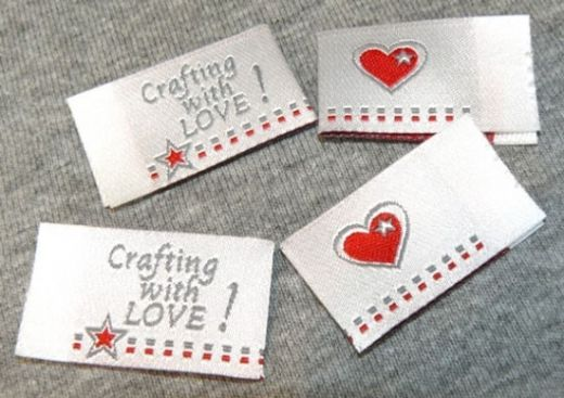 Handmade Label CRAFTING with LOVE weiß 4er-Pack